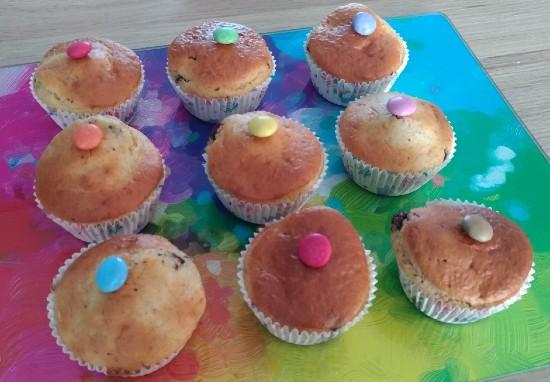 Cette image montre des muffin à la compote de pomme et aux pepites de chocolat réalisés à partir de la recette de Destination Famille